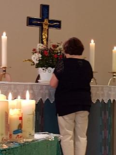 Inge Hadeler leitet durch den Gottesdienst©Kirchengemeinde Essern (Martinskirche)